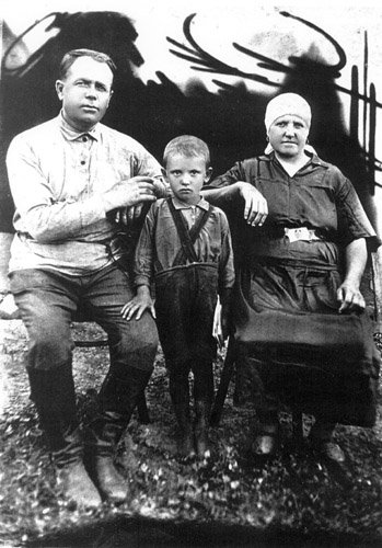 Mikhail Gorbachev with his grandparents Pantelei and Vasilisa.1941 № 16439