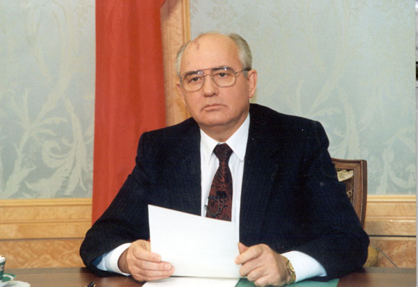 Mikhail Gorbachev reading his resignation statement on the national television, December 25, 1991